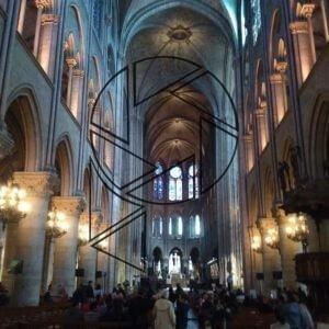 Uvnitř Notre-Dame
