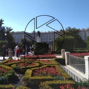 Zahrady před královským palácem