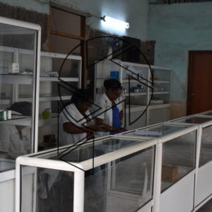 Prázdná lékárna v podloubí