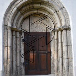 Portál kostela v Zahrádce (2020)